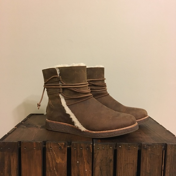 83f44e4cce0 Ugg Luisa laced boots